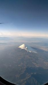 沖縄に向かう機内にて富士山