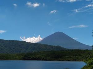 西湖から望む富士山