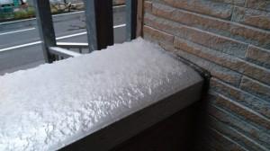 ベランダに積もる雪